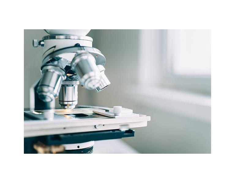 Microscopio en la ciencia forense